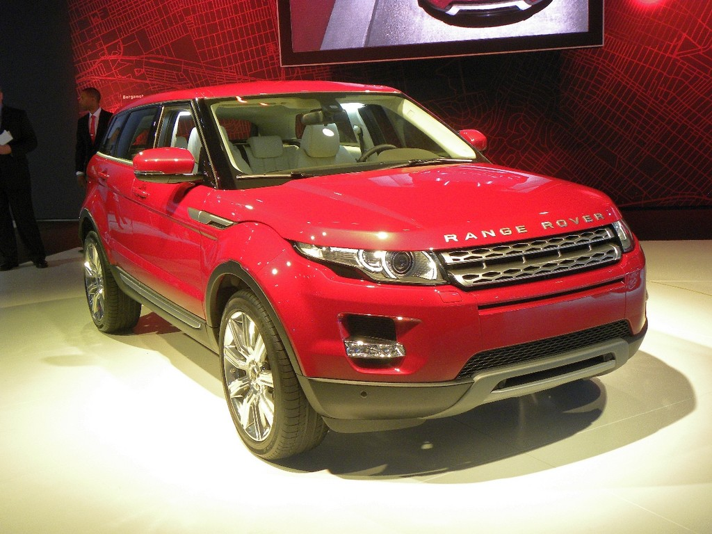 looks like a car los angeles 2010 world premiere for range rover evoque with five doors. Black Bedroom Furniture Sets. Home Design Ideas