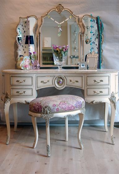 french sampler coveting. Black Bedroom Furniture Sets. Home Design Ideas