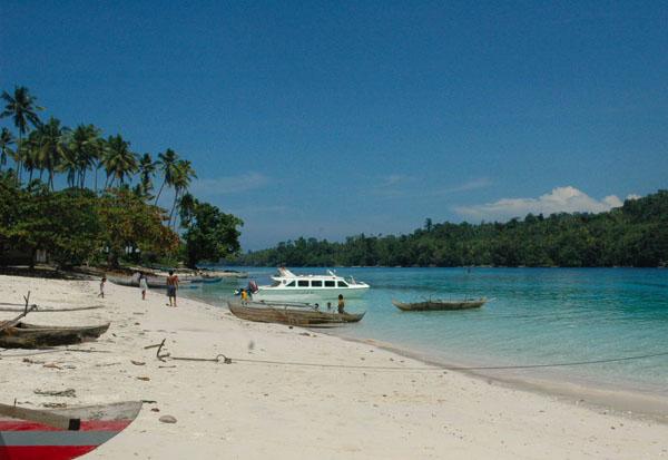 pantai yang indah di Pulau Morotai