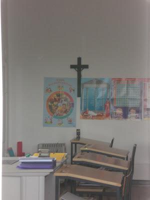 Corte Européia de Direitos Humanos em Estrasburgo, na França, decidiu contra o uso de crucifixos em salas de aula na Itália.