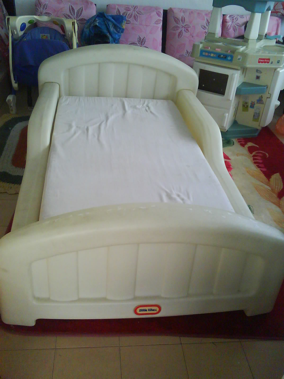 Mybundletoys Little Tikes White Toddler Bed With Mattress