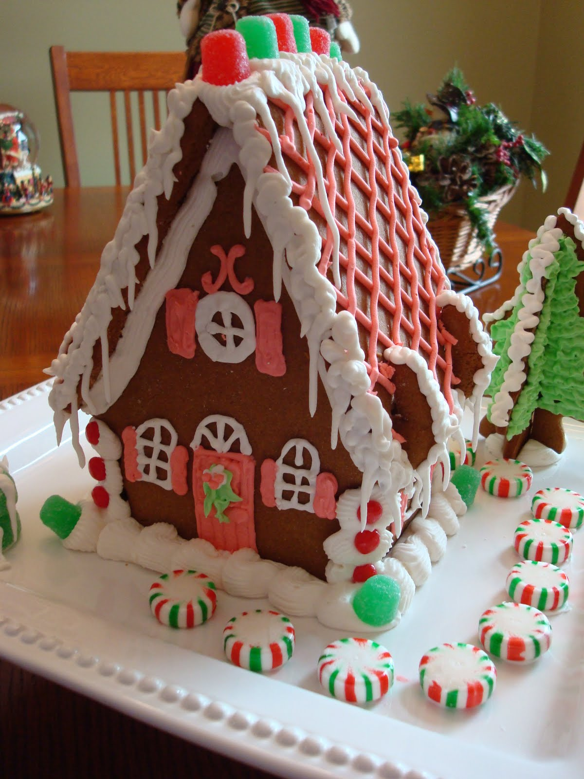 Closet Crafter Gingerbread Cottage
