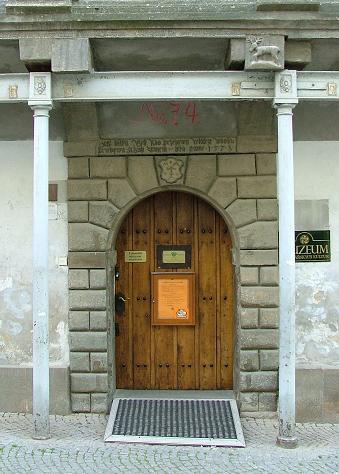 [museumdoor.JPG]