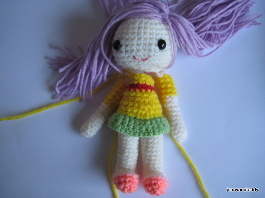 Amigurumi Hair Tutorial : How to attach hair on amigurumi dolls.
