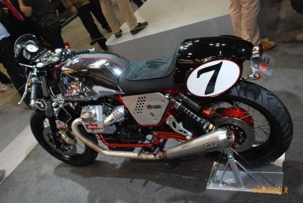Moto Guzzi V7 Racer Pit Stop