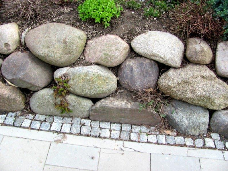 Gartenarbeit Ideen Findlinge fr eine Steinmauer