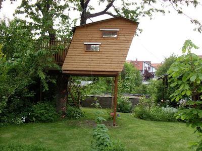 garten anders originelles kinderspielhaus bzw baumhaus. Black Bedroom Furniture Sets. Home Design Ideas