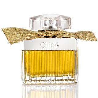 08932787a3 La versión intense de Chloé Eau de Parfum se viste con un delicado lazo  dorado para esta nueva Edición Limitada. Sensual y femenina, el Eau de  Parfum ...