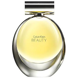7a814229b3 El alma de Calvin Klein Beauty es una interpretación de la cala: una nueva  cala. Sus tres notas principales evocan a esta flor de la manera más pura,  ...