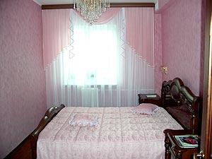 اروع ستائر 2012 - اشيك ستائر 2012 - اجدد ستائر 2012 bedroom-curtain-design-06.jpg