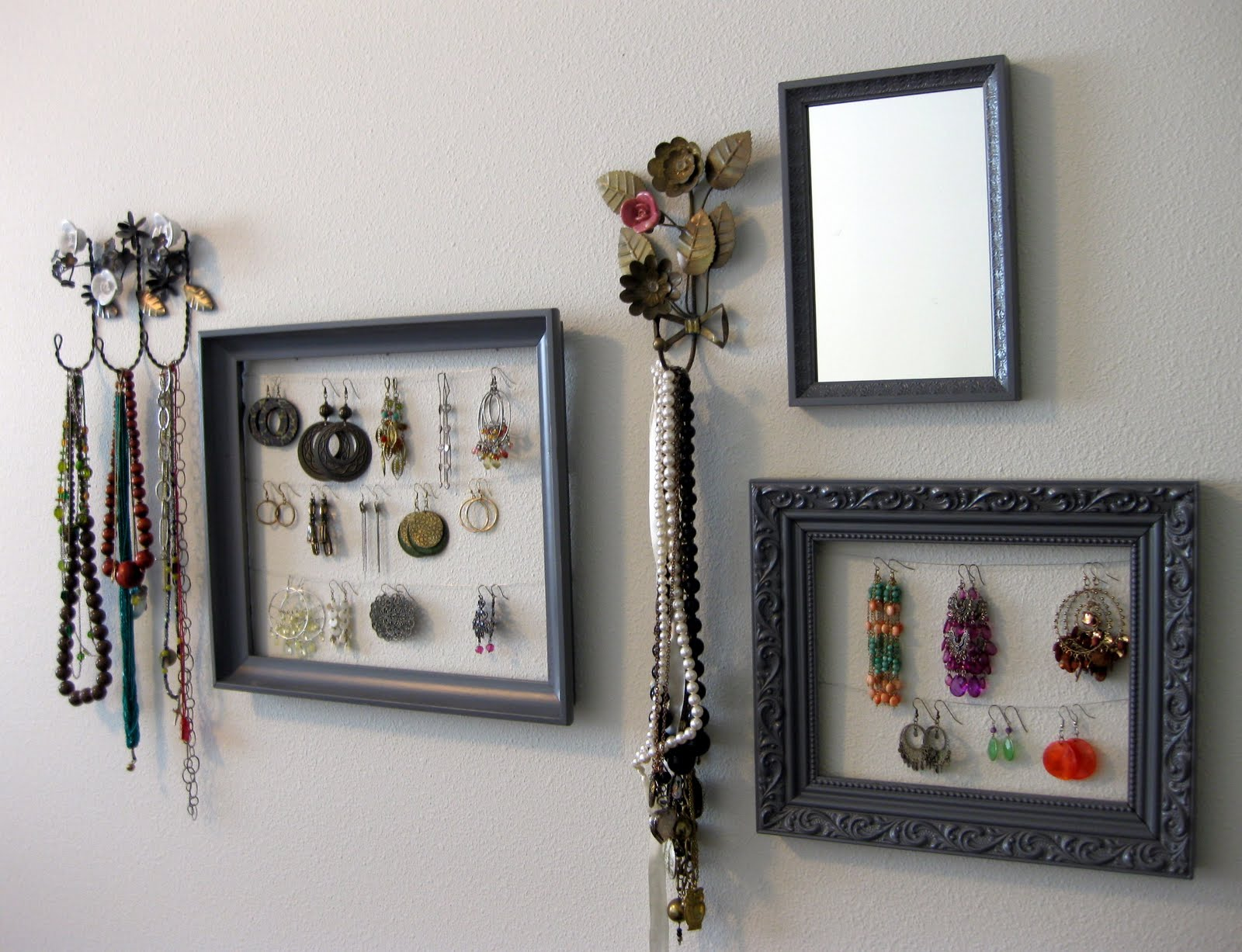 Kelley Maria: DIY Earring Holder