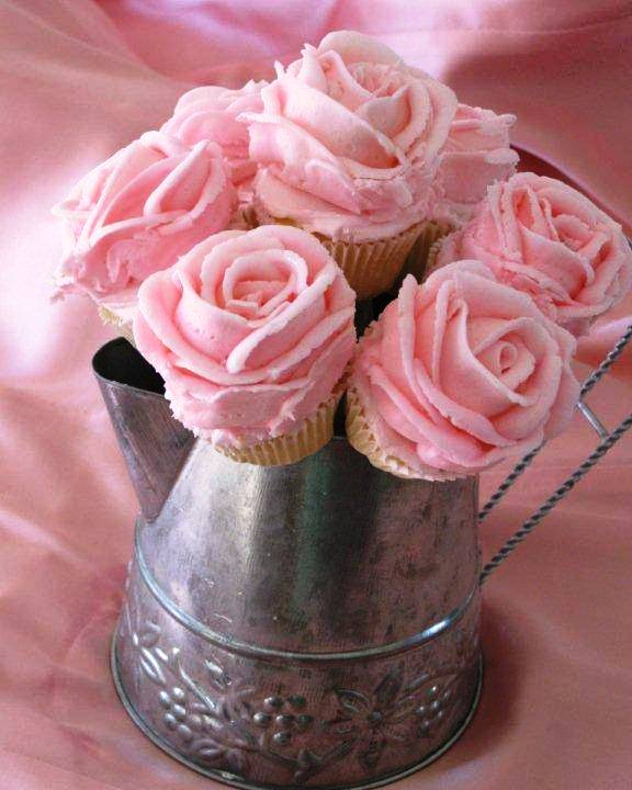 Do It Yourself Weddings Diy Rose Frosted Mini Cupcake Centerpieces