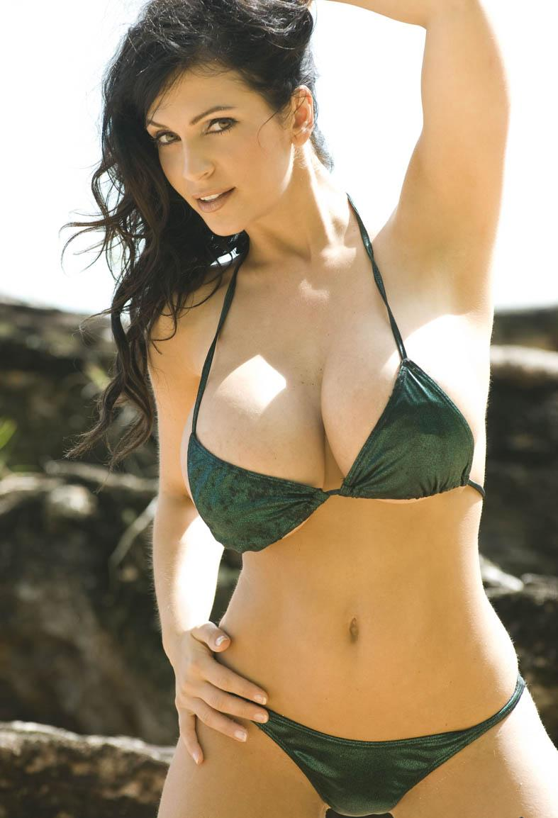 Bulging Bikini 85