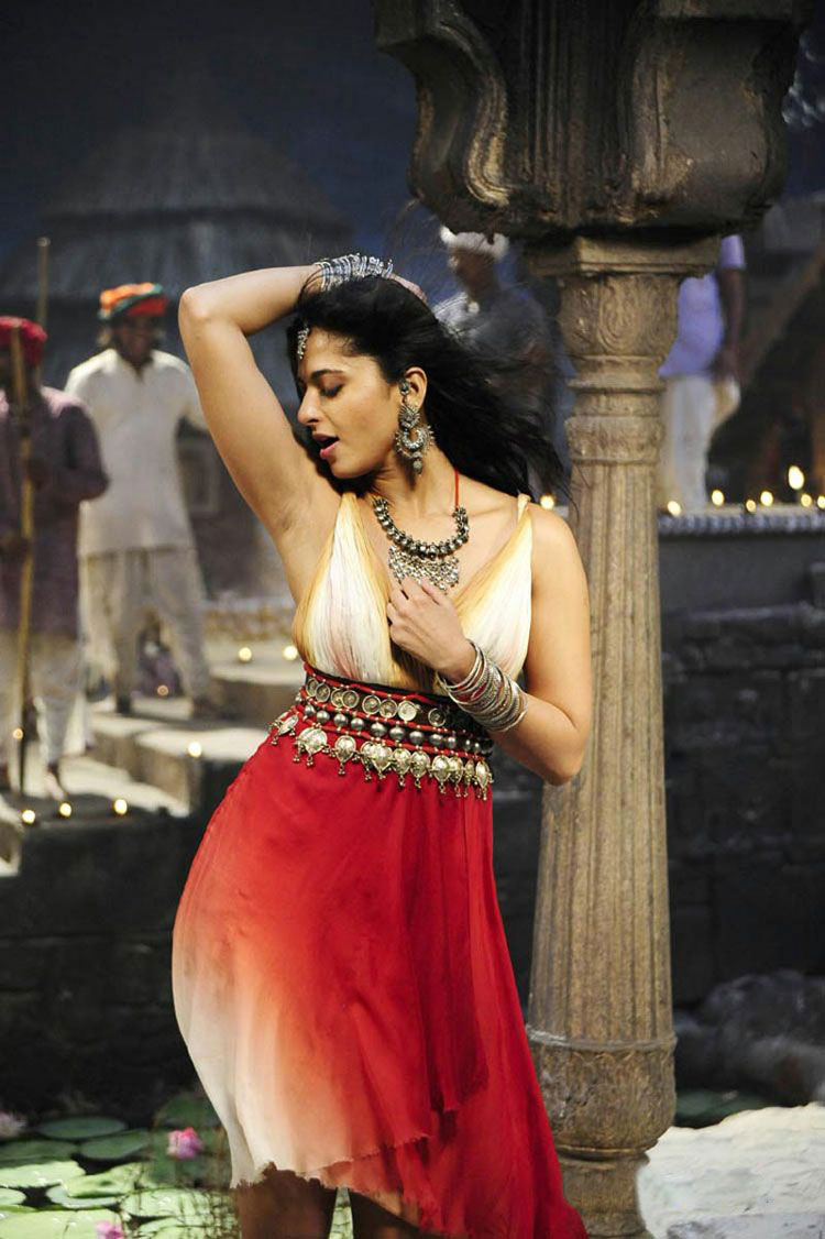 2011 south indian glamour actress anushka hot stills | health is