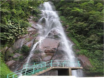 e6d0014158 Es una catarata que forma parte del Boquerón del Padre Abad y que se ubica  en la ciudad de Aguaytía