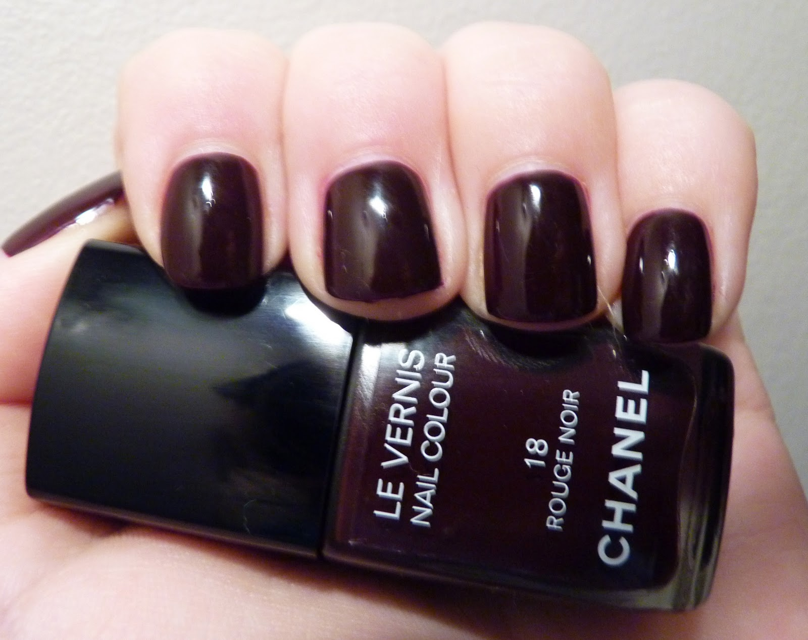 made up by hannah le vernis nail colour by chanel in rouge noir. Black Bedroom Furniture Sets. Home Design Ideas