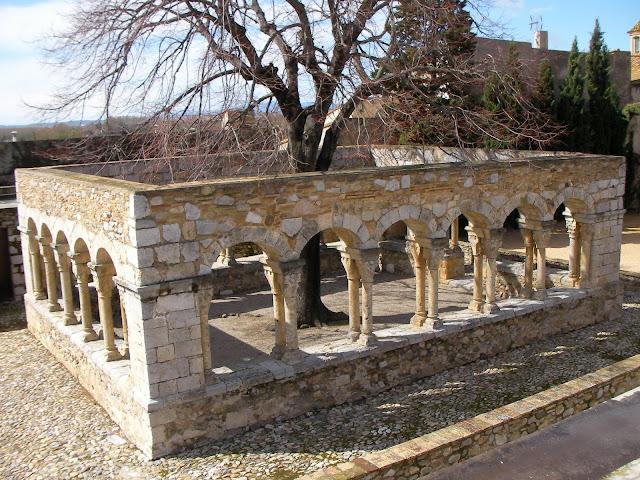 claustro de Sant Domènec de Peralada, claustro románico, claustre romànic