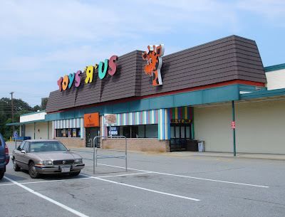 Woburn 7506 Located In Woburn Massachusetts And One Of The First Toys R Us Stores In The State Features A Conceptual Original Look With Rare