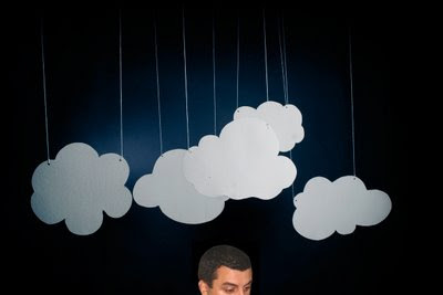 No céu despido de nuvens