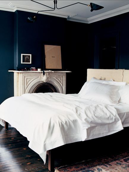 COLOR WATCH: DARK ROOMS - PITCH BLACK AND NAVY BLUE WALLS ...