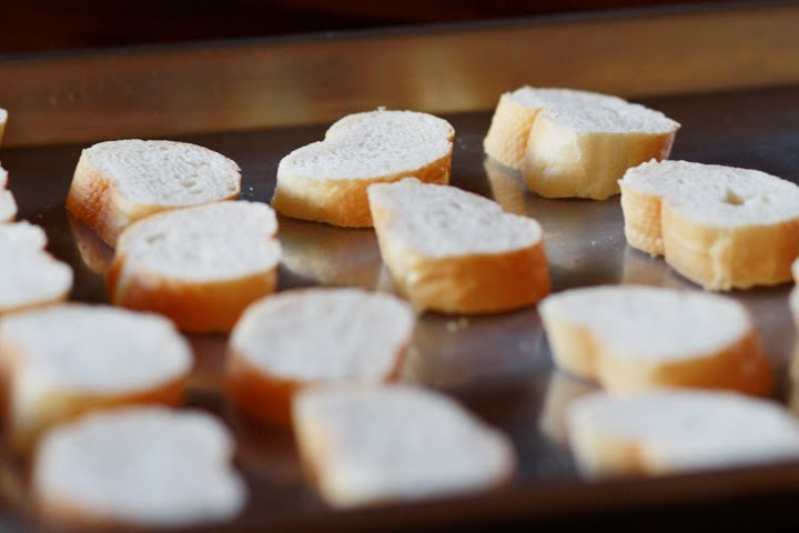 how to cut feta cheese without crumbling
