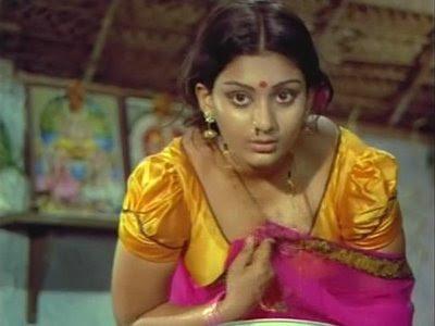 Old Actress Deepa Hot Pallu Drop Cleavage Show