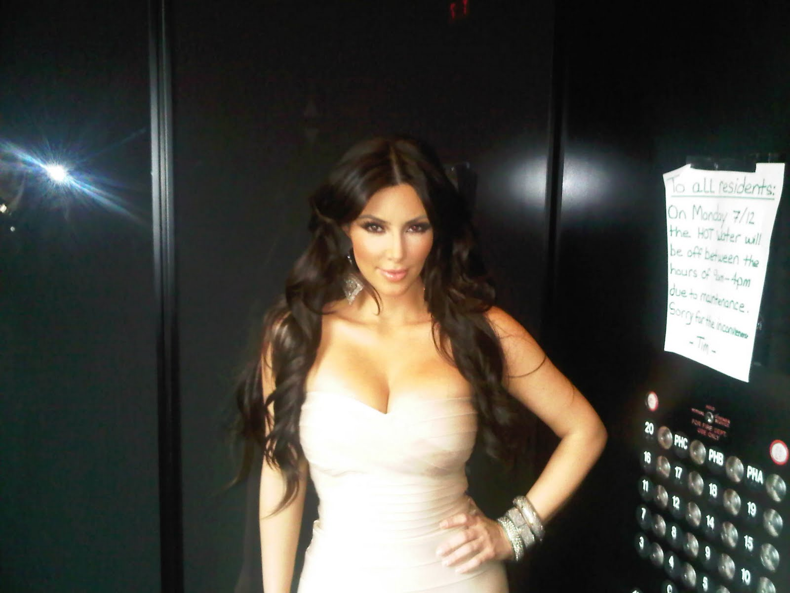Kim Khloe Kourtney Kardashian Twitter Twitpic