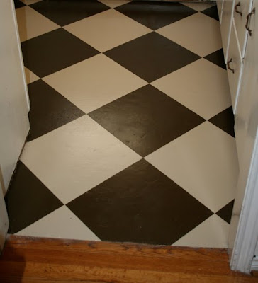 Painted Checkered Kitchen Floor: Guest