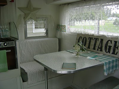 nancy 39 s vintage trailers a fellow bloggers trailer oh so cute. Black Bedroom Furniture Sets. Home Design Ideas
