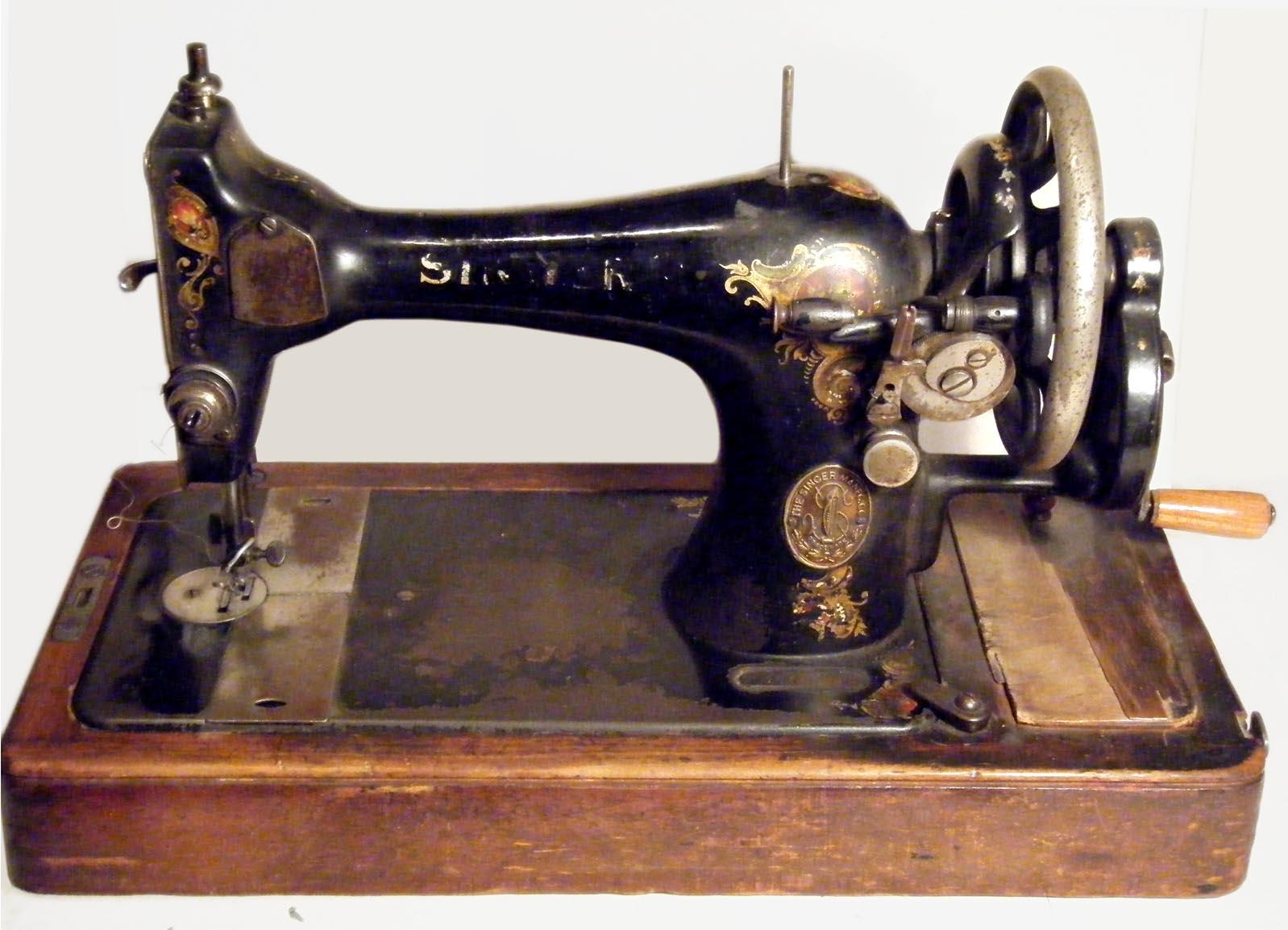 Trama e ordito il blog della moda macchina da cucire for Macchina da cucire singer tutti i modelli