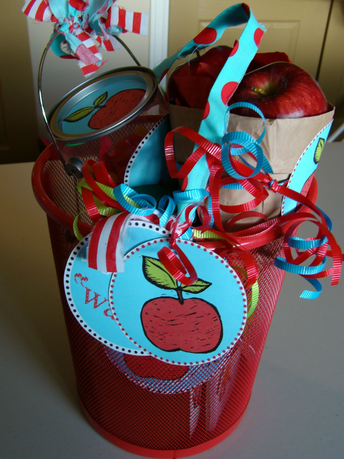 Teacher Gift For Christmas: THe FiCkLe PiCkLe: Teacher Appreciation Gifts