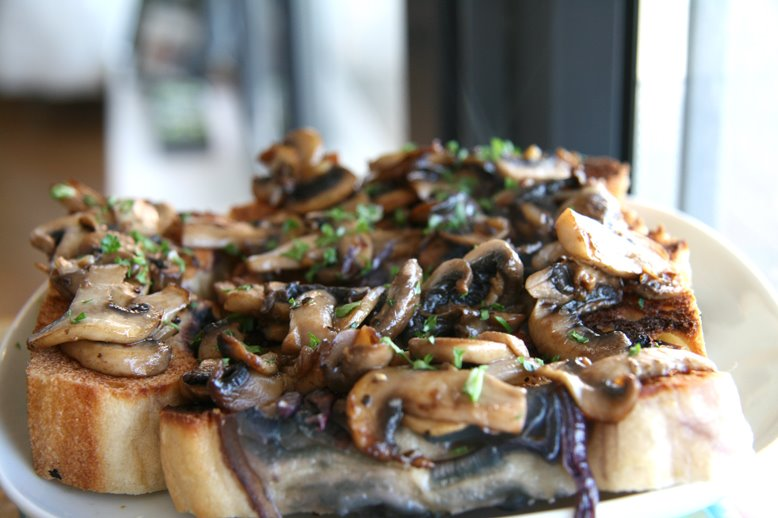 :: FRIED MUSHROOM AND GARLIC ON TOASTED FOCACCIA