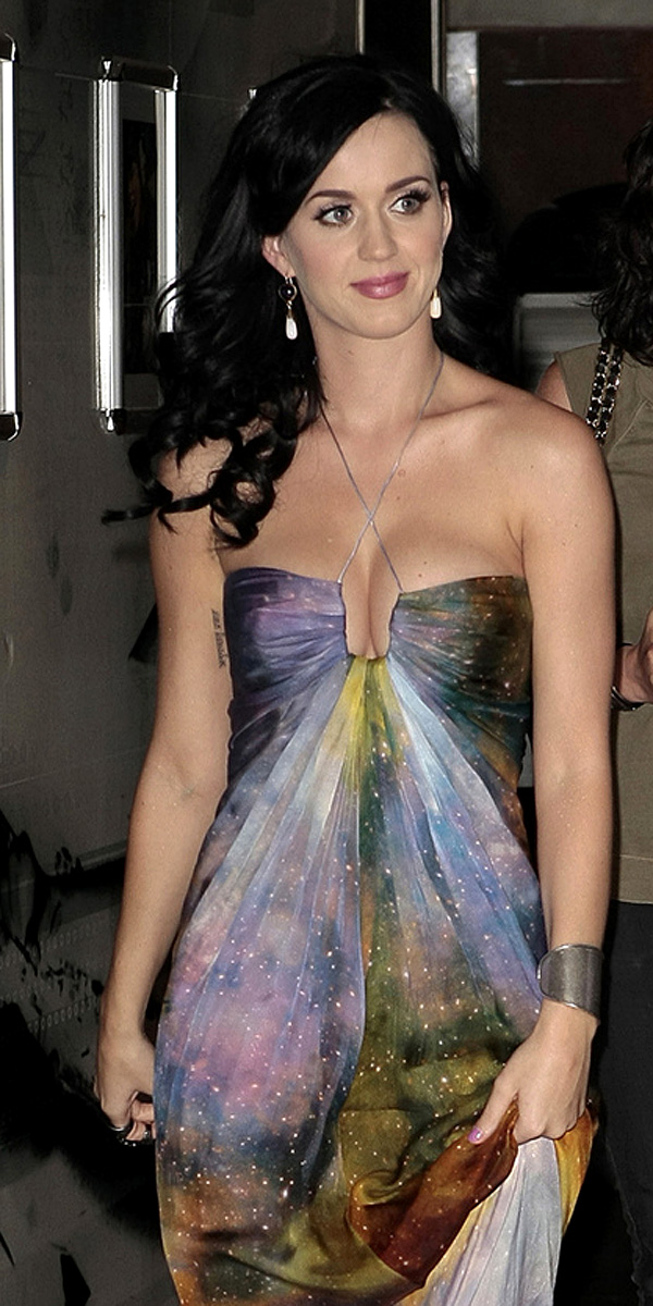 beautiful girls: Katy Perry Brings Her Boobs and Pony Show to Paris