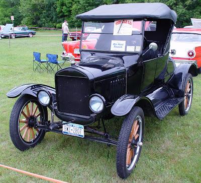 Ford T 1924 em exposição de carros antigos.