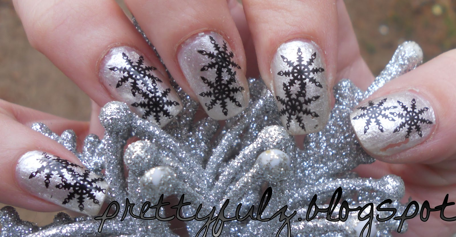 Prettyfulz: SNOWFLAKE NAIL ART DESIGN | Winter Nail Art Design