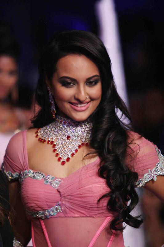 Sonakshi Sinha - New Bollywood Actress-1550