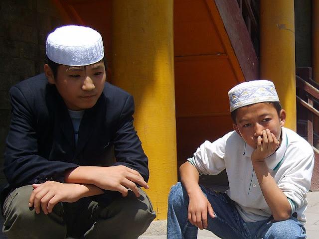http://2.bp.blogspot.com/_81L3FigBNj4/TT1Js_inaEI/AAAAAAAAAW4/BJaw_orqX0c/s1600/chinese_muslim_boys.jpg