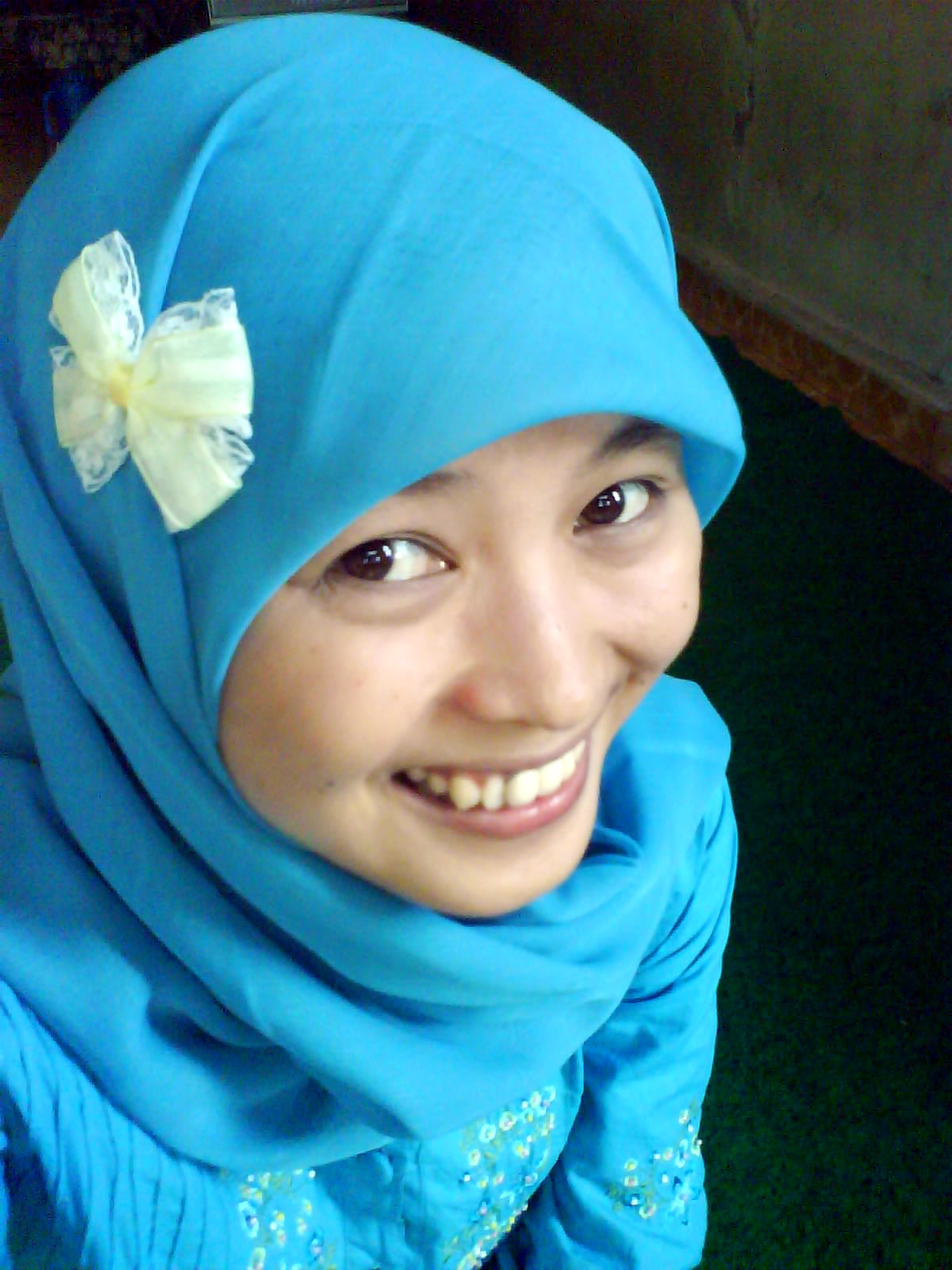 Langkah Kecil Chici Bercentil Ria Dengan Pita Di Jilbabku