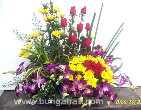 Andreas Nac Rangkaian Bunga Untuk Mezbah