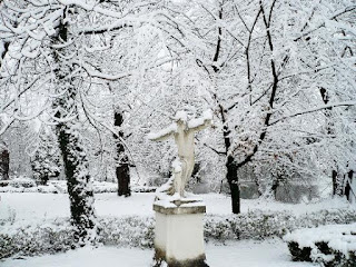 parc iarna, statuie cu zapada, parc iarna