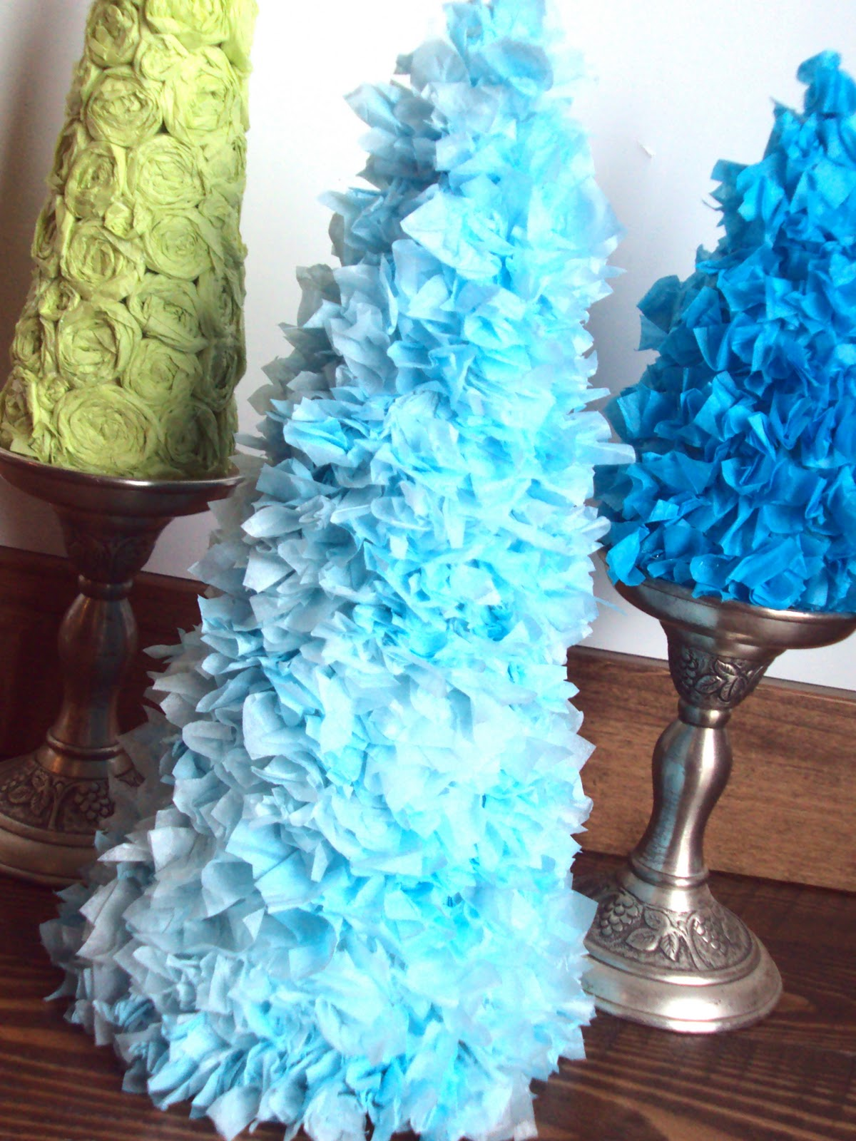 Spunky Junky: {Tutorial Tuesday} Tissue Paper Christmas
