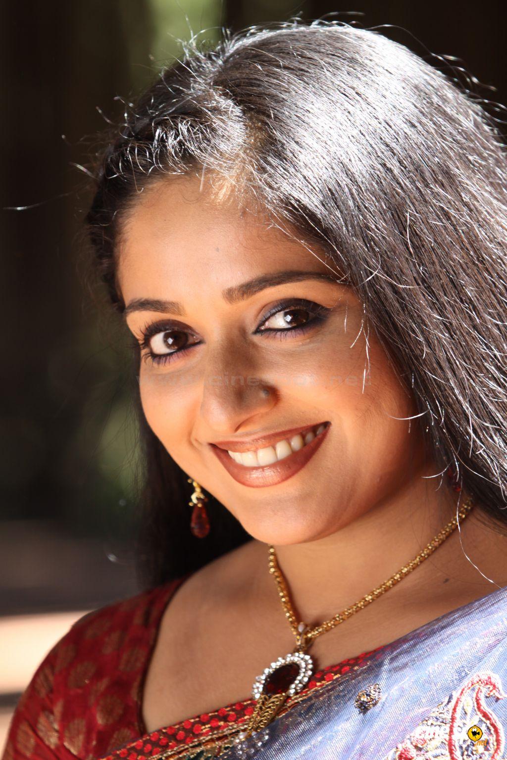 Indian Sexy Actress Hot Kavya Madhavan In Malayalam Movie -3655