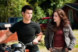 Jacob (Taylor Lautner) e Bella (Kristen Stewart) - Crepúsculo: Eclipse