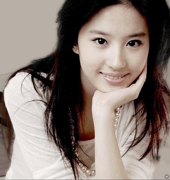 China Hot Actress: Sweet Actress: Crystal Liu Yi Fei 刘亦菲