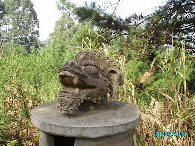 tres coroas templo budista
