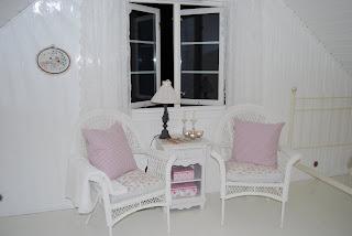 88d3afdf Ble ganske fornøyd med ett helt hvitt rom.. Spørs om jeg maler meg videre  på loftet! Ene drar det andre med seg!