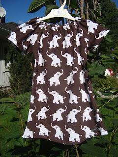 Här är klänningen tunikan som ska bli rfödelsedagspresent till grannflickan  som min stora dotter ska på kalas hos imorgon. St 116 ca e6fc8f13b7b7a