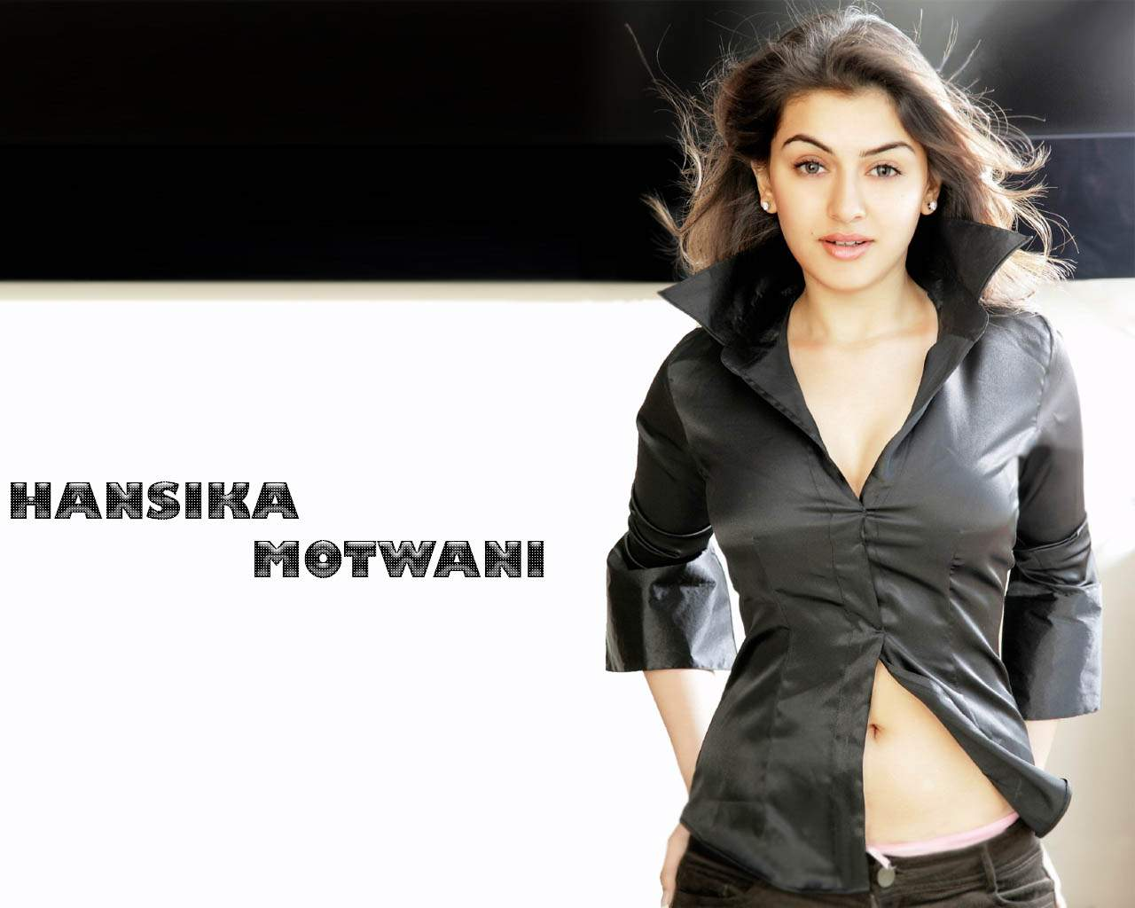 Wallpaper 7 Actress Hansika Motwani Hot Wallpapers-5508