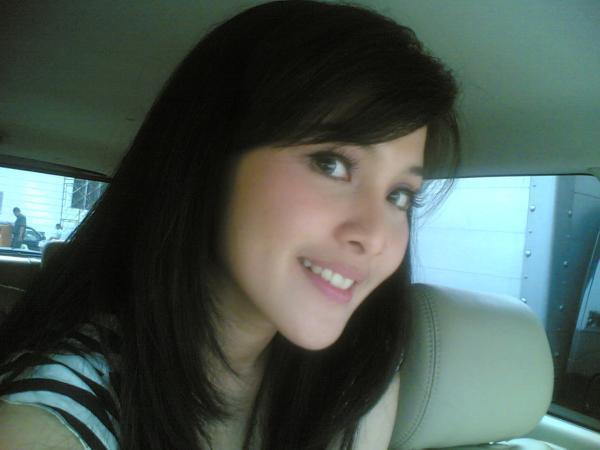 House Horny: Sandra Dewi Binnal Seksi Menggoda