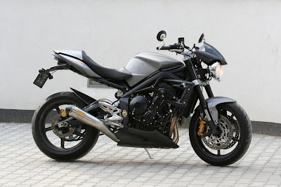 free motorcycle wallpapers 2009 triumph street triple r. Black Bedroom Furniture Sets. Home Design Ideas